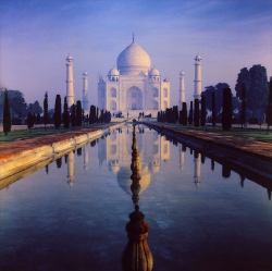 Taj Mahal - I should've paid to go inside. (Wikipedia)